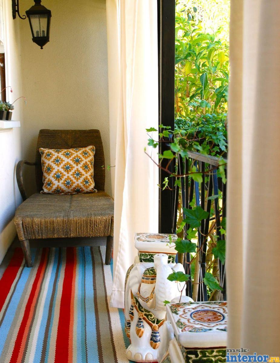 Даже на открытом балконе можно создать уголок, где вам никто.